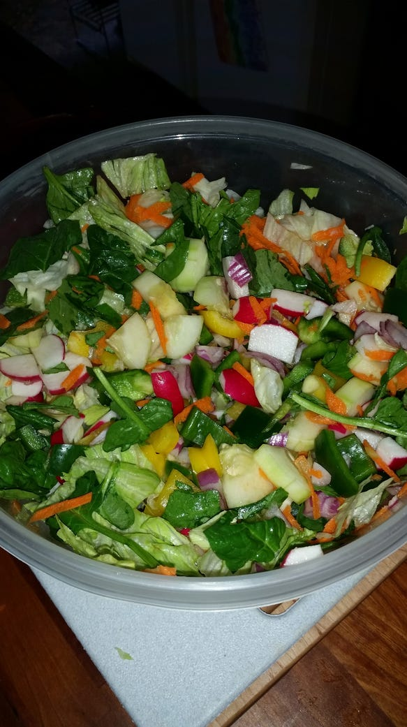 Prepping a salad in advance can easily be portioned