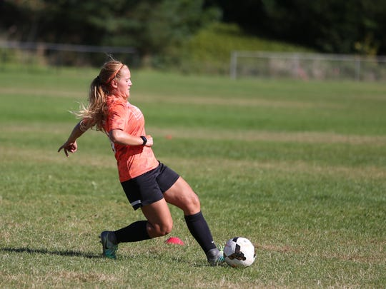 Sprague's Sarah Teubner particiaptes in drills during