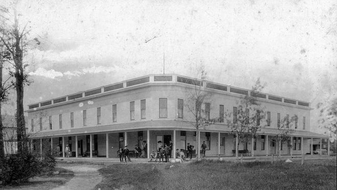An image of the beautiful Lake View Hotel owned by Pabst Brewing Company, built about 1895.