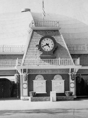 1984: The Americana Music Hall, now known as Showcase Theater, reopened after safety improvements were made.