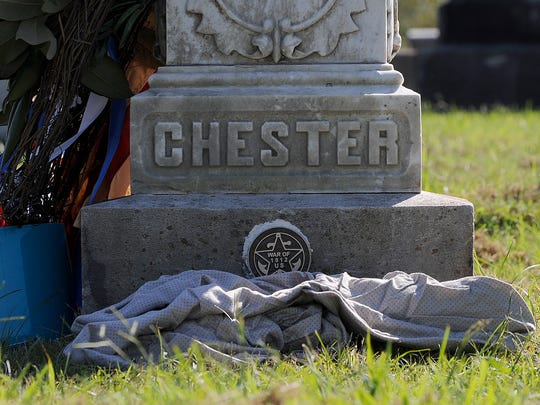 A War of 1812 grave marker has been unveiled on Robert Chester's grave at Riverside Cemetery in Jackson.