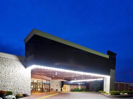 novi oaks hotel