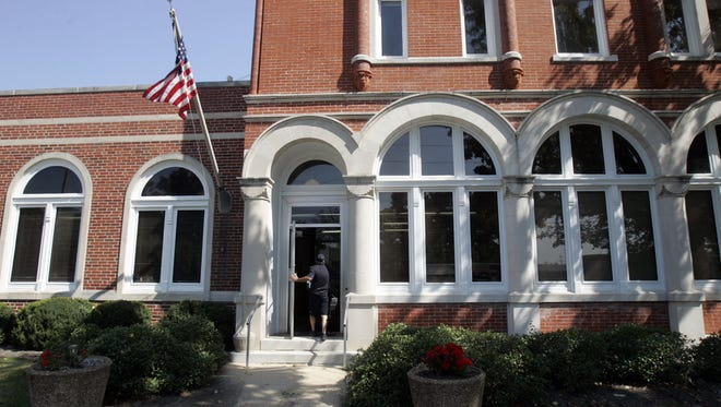 City Hall in South Pittsburg, Tennessee. the South Pittsburg City Commission voted 4-1 in December to ban negative comments on social media.