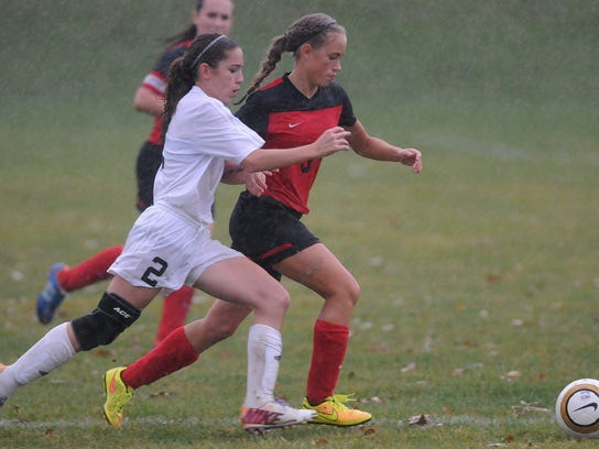 St. Peters' Lucia Rice and Allie Maiyer of Mansfield