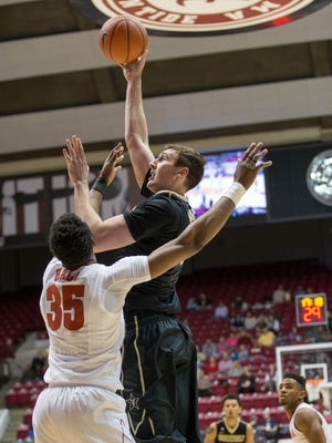 Vanderbilt forward Luke Kornet (3) shoots against  Alabama forward Donta Hall (35) on Jan. 7, 2017.