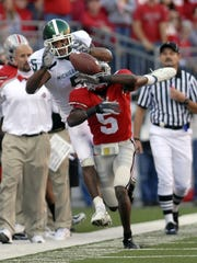 Ohio State's Chimdi Chekwa disrupts a pass intended for Devin Thomas.  Photo gallery