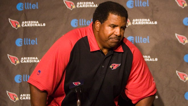 Cardinals head coach Dennis Green leaves after an 8-minute press conference at their Tempe training facility October 30, 2006.