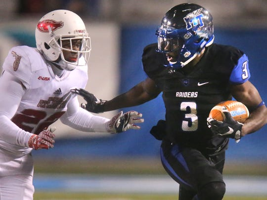MTSU's Richie James (3) runs the ball as FAU's Richie