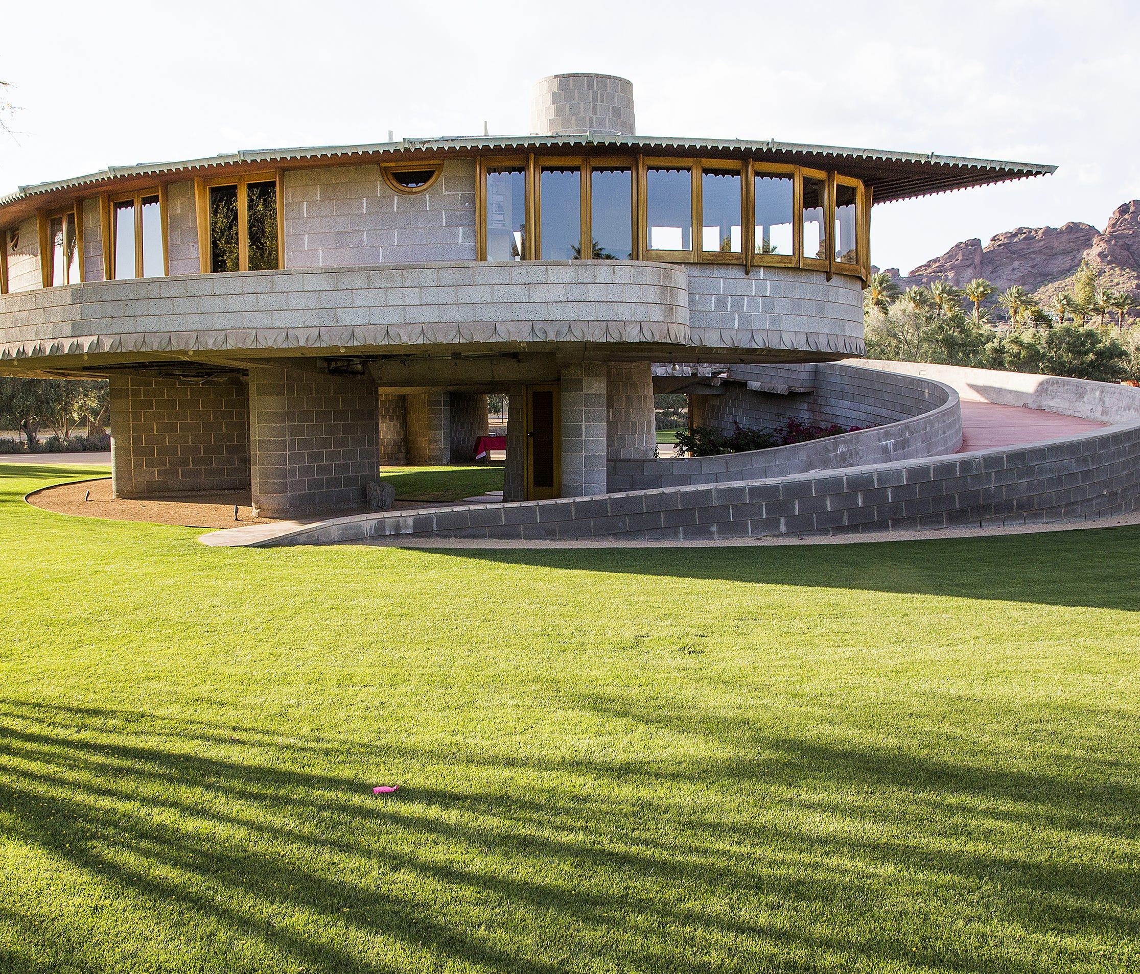 frank lloyd wright home in phoenix ends tours. Black Bedroom Furniture Sets. Home Design Ideas