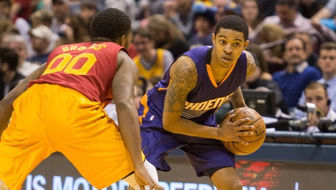 Nov 18, 2016: Phoenix Suns guard Tyler Ulis (8) looks to dribble the ball while Indiana Pacers guard Aaron Brooks (00) defends in the second half of the game at Bankers Life Fieldhouse. The Phoenix Suns beat the Indiana Pacers 116-96.