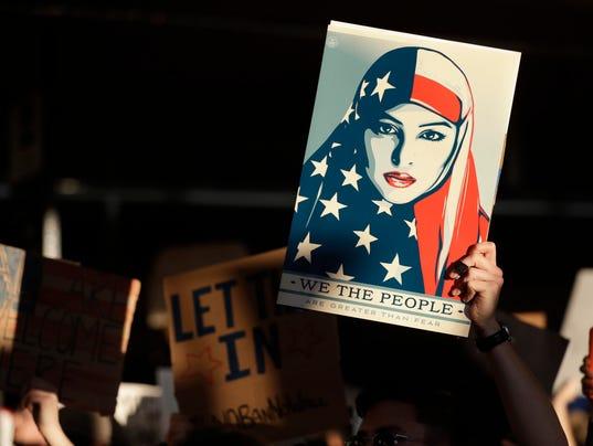 636215590023947560-refugee-protest.jpg