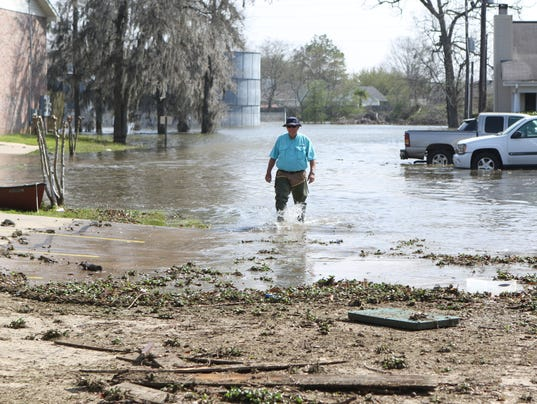 636252721401592006-20160315-Town-and-Country-flooding-218.JPG