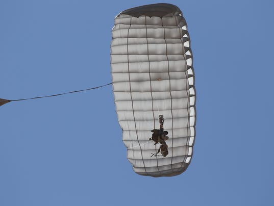636513672453751666-Airborne-Systems-of-Pennsauken-E-MMPS-withi-Hi-5-controls-new-parachte-for-Marines.JPG