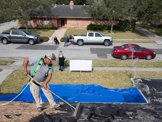 636523138598383256-1055014001---veteran-roof-4.jpg
