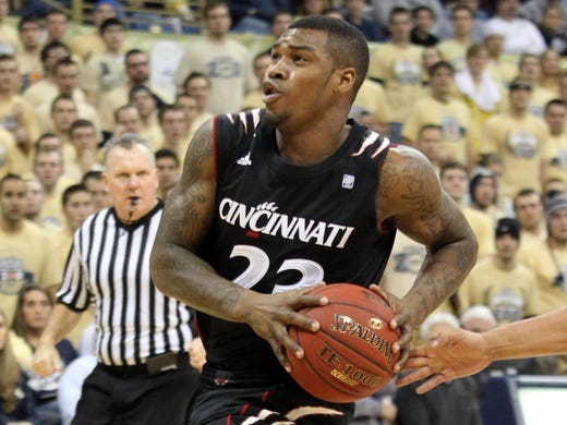 No. 15 Cincinnati 70, No. 22 Pittsburgh 61