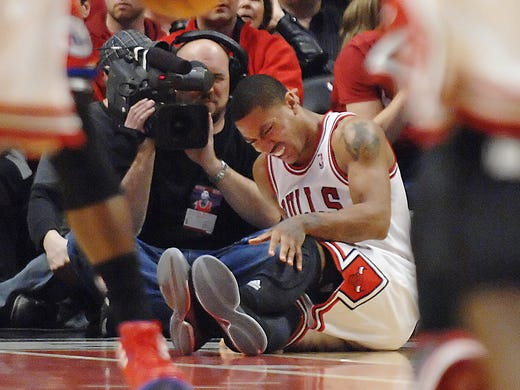 Rose tore the anterior cruciate ligament in his right knee during the