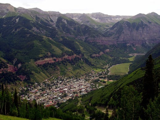 Telluride, Colo., the isolated mountain community that attracts crowds for winter skiing, is just as active during the summer with nature-lovers who appreciate its small-town atmosphere and sophisticated dining scene.