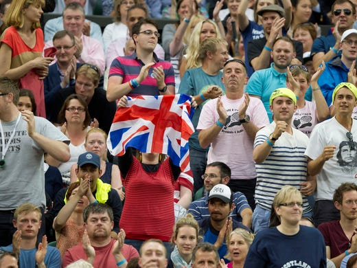 Spectators in attendance rooting for Andy Murray in his match against Tommy Robredo.