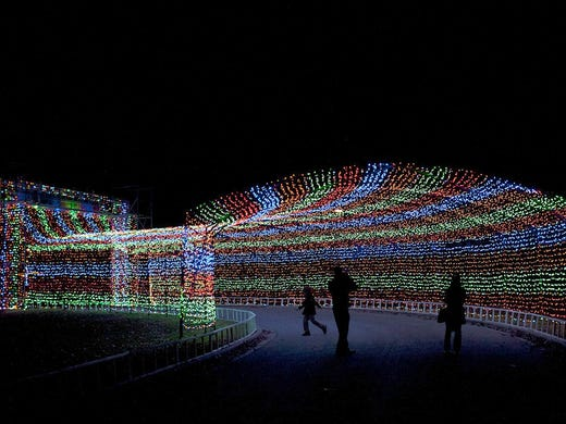 10 great places for families to see christmas lights for Places to visit during christmas in usa