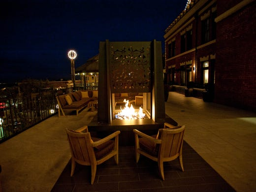 coziest hotel fireplaces across the usa. Black Bedroom Furniture Sets. Home Design Ideas