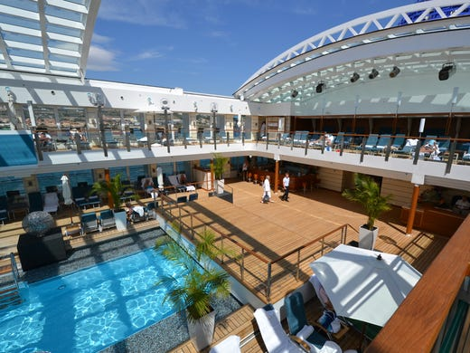 New cruise ship show takes place in total darkness for Pool show usa