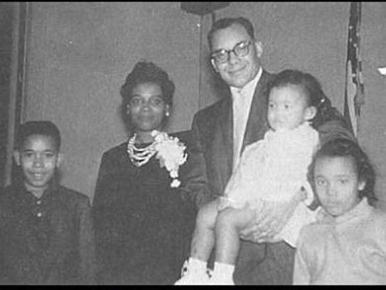 Karen Weaver as a toddler with her siblings and parents