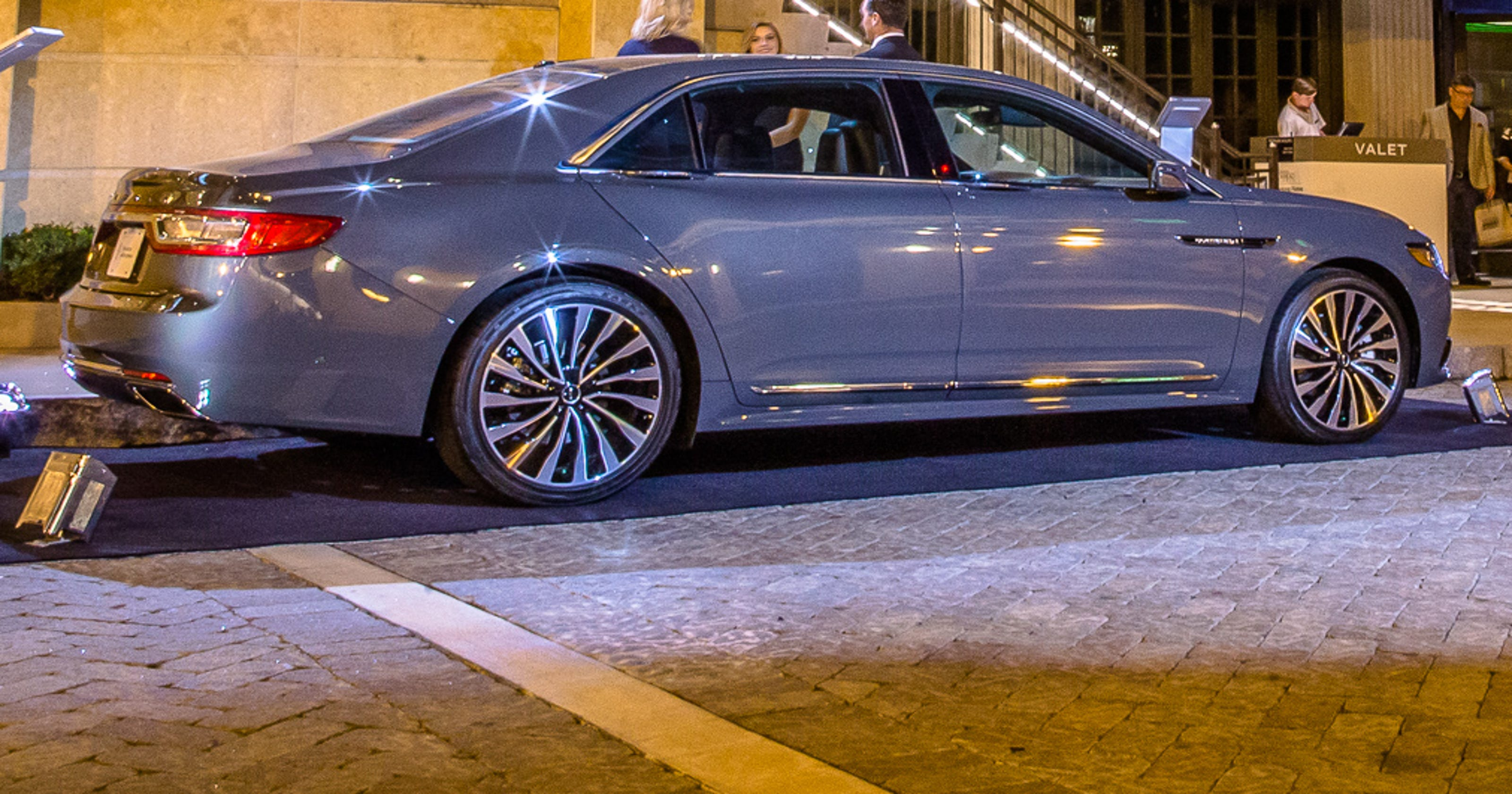 Review Lincoln Continental Inches Luxury Brand Forward