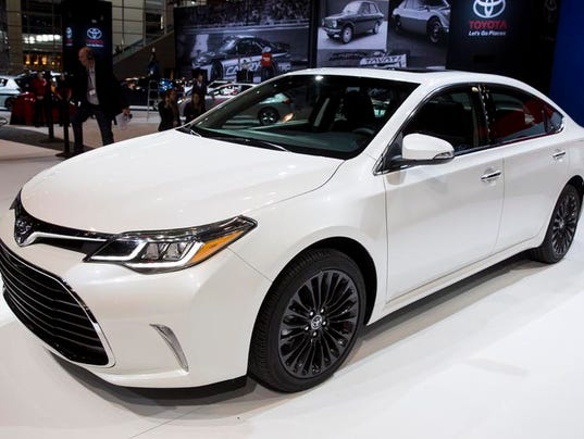 2016 toyota avalon debuts in chicago offers choice of suspensions