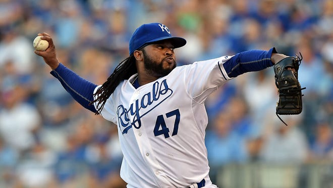 Royals pitcher Johnny Cueto delivers a pitch during hte first inning.