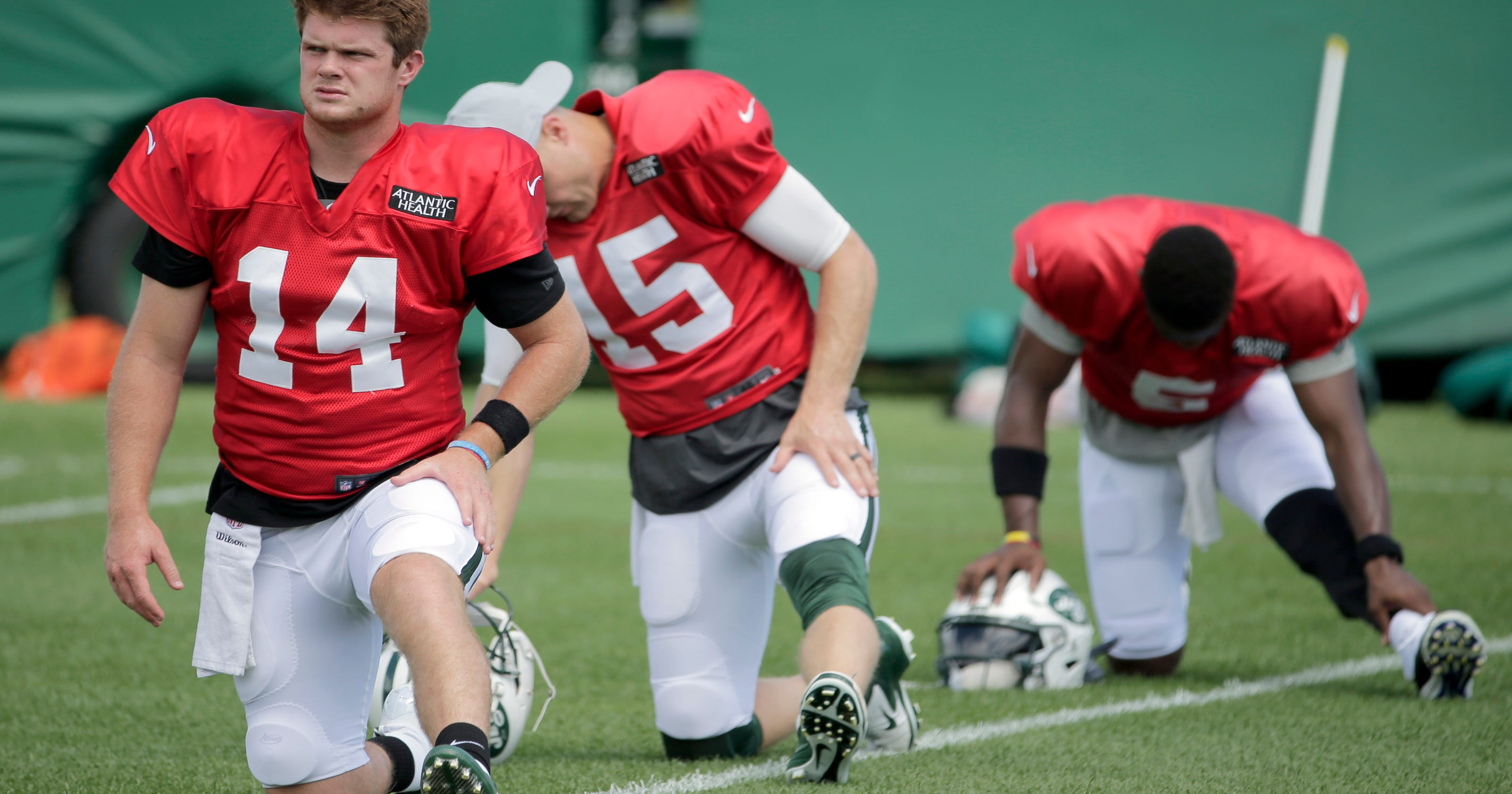 9ae86f956 Darnold solid in spotlight during Jets scrimmage at Rutgers