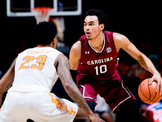 South Carolina forward Justin Minaya (10) looks to