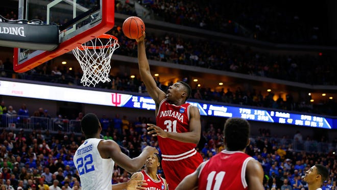 Thomas Bryant of the Indiana Hoosiers dunks against the Kentucky Wildcats in the second half on March 19, 2016 in Des Moines, Iowa.
