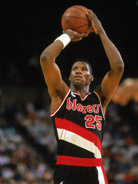 Jerome Kersey shoots a free throw