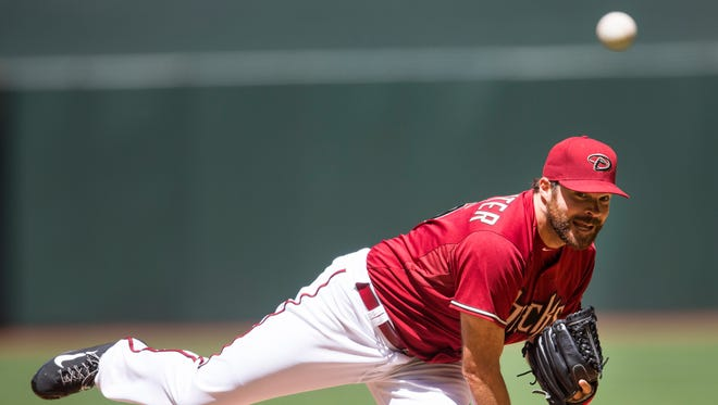 Diamondbacks pitcher Josh Collmenter delivers a pitch against the Los Angeles Dodgers at Chase Field on April 12, 2015.