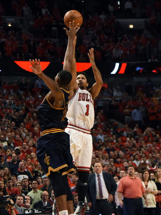 6f7eb57f985d Derrick Rose hits winner to lift Bulls over Cavaliers in Game 3