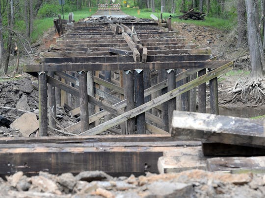 The state is removing and replacing the Koran Doyline Road Bridge over Clarke Bayou, near Koran in Bossier Parish.