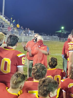 Reading head football coach Rick Bailey talks to the Rangers players following Friday night's 50-8 victory over Mendon. Lukas Cimbal Photo