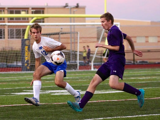 4. Waynesboro's Nate Cordell, left, tries to gain possession