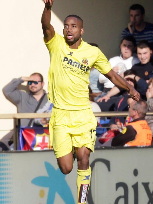Villarreal's Cedric Bakambu celebrates after scoring against Barcelona during the Spanish La Liga soccer match between Villarreal and Barcelona at the Madrigal stadium in Villarreal, Spain, Sunday,  March 20, 2016. (AP Photo/Alberto Saiz)