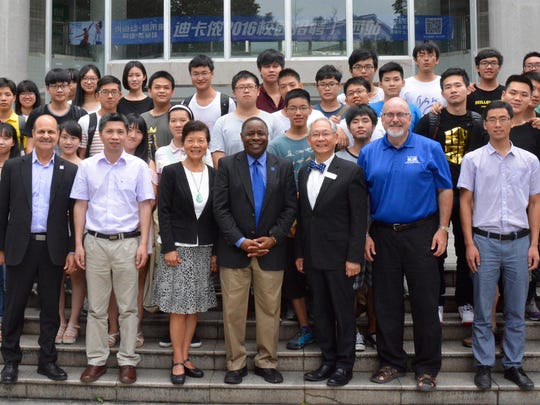 Guangxi University faculty and students pose for a
