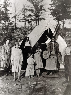 Members of the Sisters of Mercy with patients at the Pest Camp