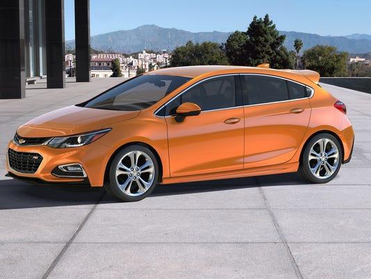 636109096843372361-2017-Chevrolet-Cruze-hatchback.jpg