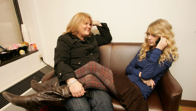Taylor Swift and mom Andrea in 2008 in New York.