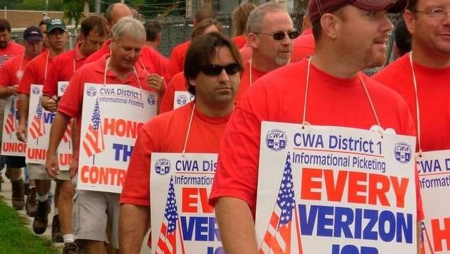 Verizon unionized workers picket in Poughkeepsie in 2008.