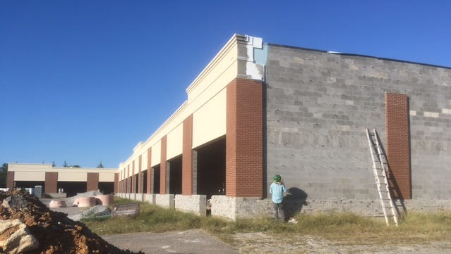 This future retail strip center crews are building behind Saint Andrews Market on Thursday (Sept. 28, 2017) will exclude a liquor store, the developer decided.