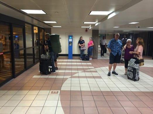 Phoenix Airport Resumes Flights After Manhunt Ends