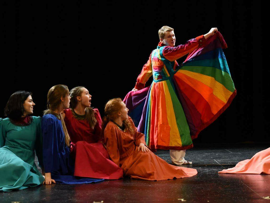 """The Tosa East Players rehearse for the play """"Encore!"""