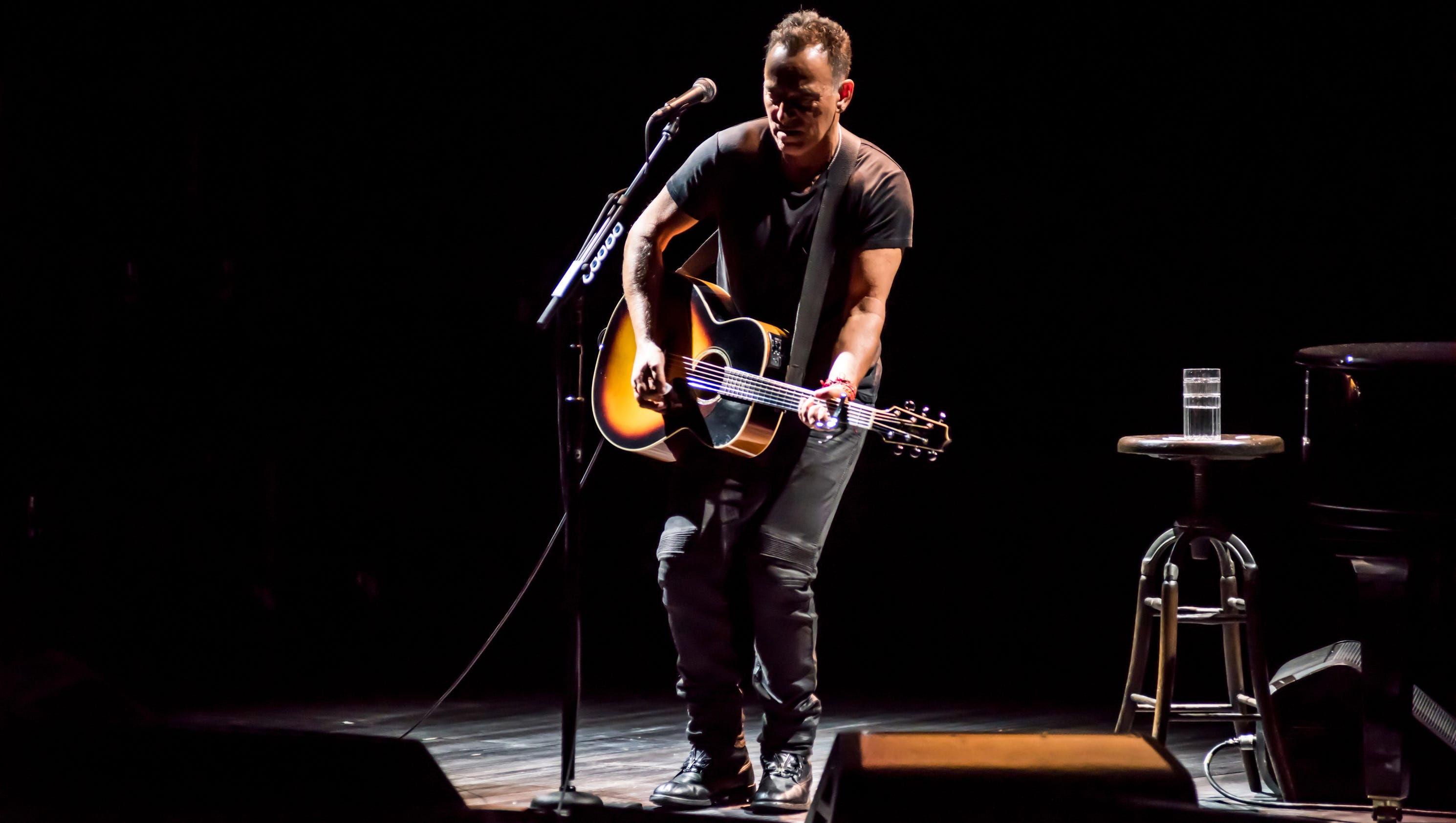 the life of bruce springsteen And bruce springsteen ruiz's mother wasn't into classic rock as a whole, but something about bruce spoke to her deeply born in the usa was her favorite record.