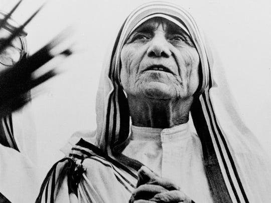 Mother Teresa of Calcutta prays during a religious