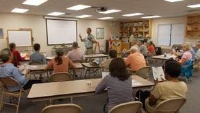 Stan Rosenthal, UF/IFAS Extension Forester Emeritus, instructs a 2017 tree identification workshop.
